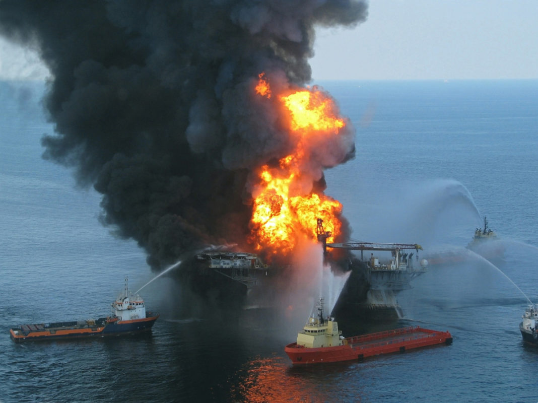 explosion plateforme pétrolière