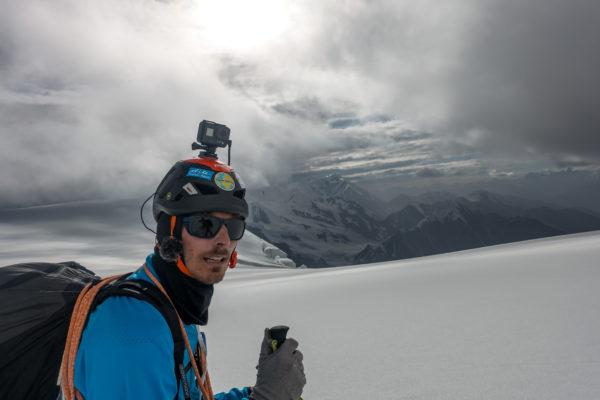 Damien Lacaze en pleine ascension 600x400 - Rencontre avec Damien Lacaze, le rider des nuages.