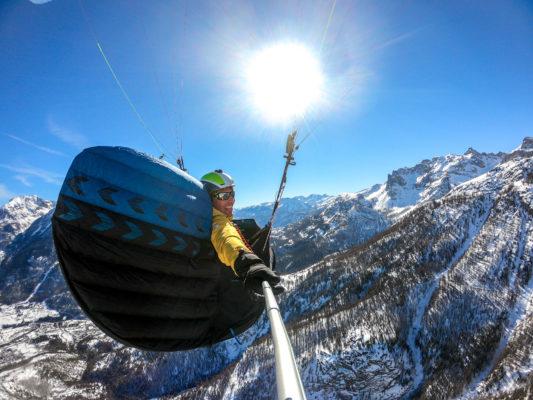 Damien Lacaze parapente montagne 533x400 - Rencontre avec Damien Lacaze, le rider des nuages.