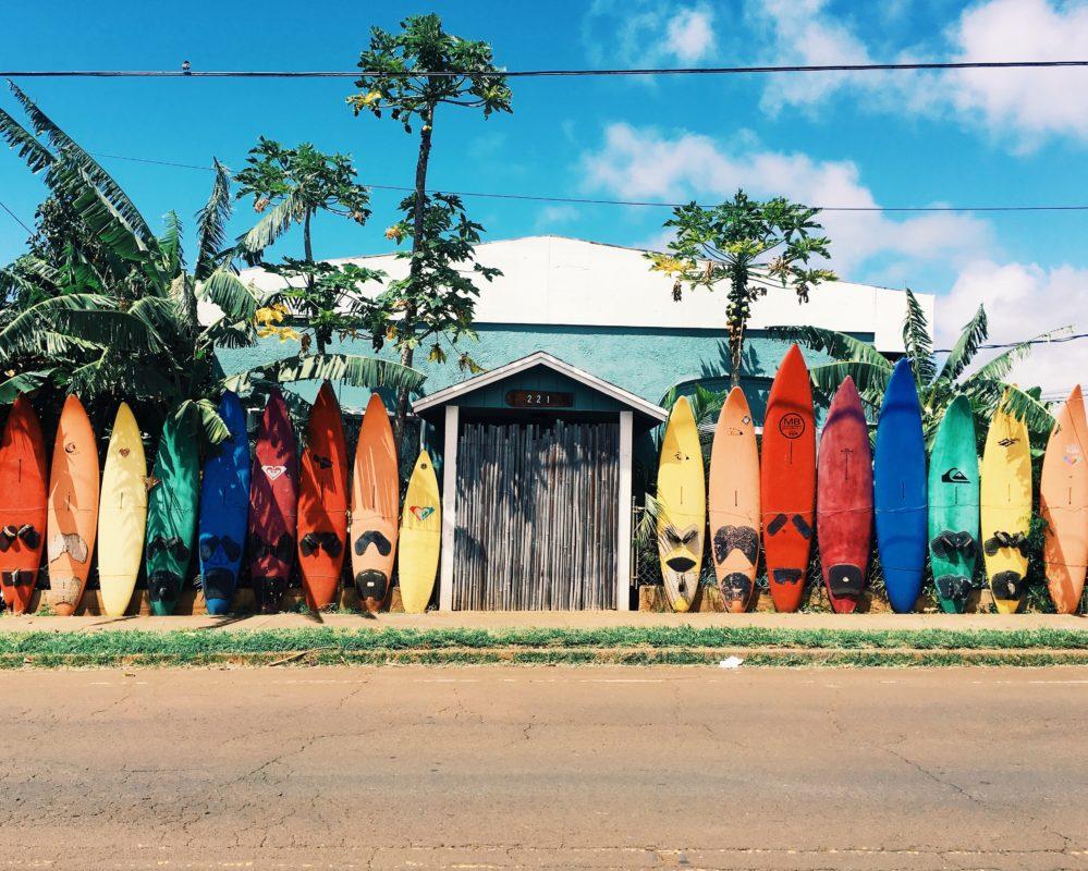 abigail lynn 316133 unsplash 999x800 - Comment devenir un surfeur écolo ?