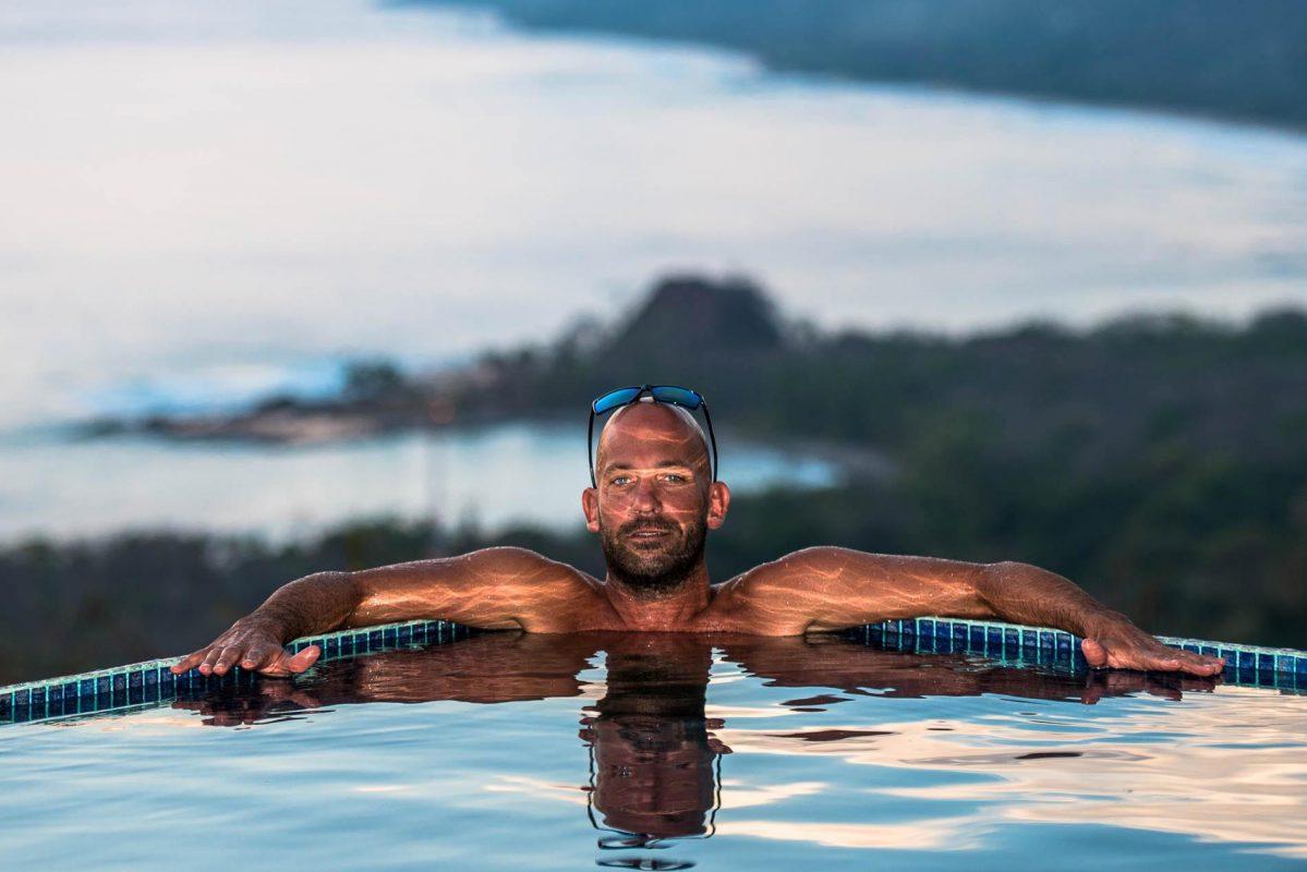 Aurel Jacob lost in the swell dans la piscine