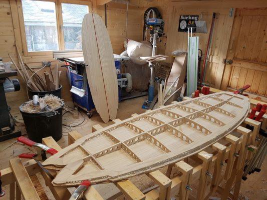 planche de surf bois hollow en cours de construction